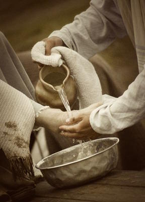 jesus-washes-disciples-feet-high-school-snack-idea-21796518